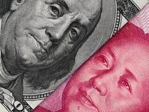 Nota de dólar dos E.U. e de yuan de China macro da cédula, chinês e ec dos EUA Fotografia de Stock Royalty Free