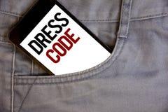 Nota de la escritura que muestra código de vestimenta Fotos del negocio que muestran reglas de lo que usted puede llevar y no a l imagen de archivo libre de regalías