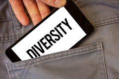 Nota de la escritura que muestra diversidad El ser compuesto de exhibición de la foto del negocio del hombre multiétnico de diver fotografía de archivo libre de regalías