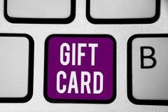 Nota de la escritura que muestra el carte cadeaux Foto del negocio que muestra presente de A hecho generalmente del papel que con imagen de archivo libre de regalías