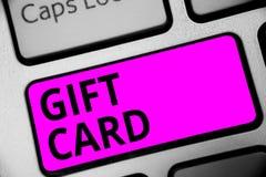 Nota de la escritura que muestra el carte cadeaux Foto del negocio que muestra presente de A hecho generalmente del papel que con fotos de archivo libres de regalías