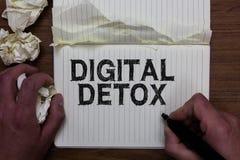Nota de la escritura que muestra el Detox de Digitaces La foto del negocio que mostraba libremente de la desconexión de los dispo imagenes de archivo