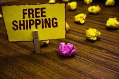 Nota de la escritura que muestra el envío gratis Pinza de exhibición del acarreo del envío de la carga útil del cargamento del en fotos de archivo libres de regalías