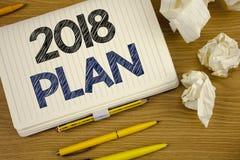 Nota de la escritura que muestra el plan 2018 Metas desafiadoras de exhibición de las ideas de la foto del negocio para que motiv Imagen de archivo