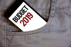 Nota de la escritura que muestra el presupuesto 2019 Fotos del negocio que muestran la estimación del Año Nuevo de las rentas y d Imagen de archivo