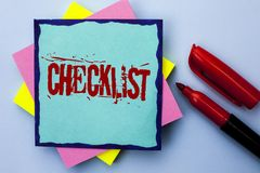 Nota de la escritura que muestra la foto del negocio de la lista de control que muestra plan de la lista de Todolist cuestionario foto de archivo