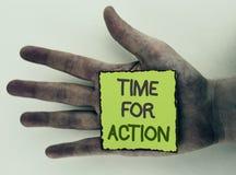 Nota de la escritura que muestra la hora para la acción La exhibición de la foto del negocio ahora hace algo para un acto particu Fotografía de archivo libre de regalías