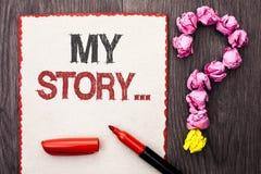 Nota de la escritura que muestra mi historia Cartera de exhibición del perfil de la historia personal del logro de la biografía d imagenes de archivo