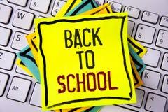 Nota de la escritura que muestra de nuevo a escuela Momento adecuado de exhibición de la foto del negocio de comprar la cartera,  Imagen de archivo