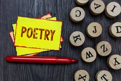 Nota de la escritura que muestra poesía Foto del negocio que muestra la expresión del trabajo literario de las ideas de las sensa foto de archivo libre de regalías