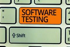 Nota de la escritura que muestra la prueba del software La investigación de exhibición de la foto del negocio proporciona la info foto de archivo