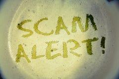 Nota de la escritura que muestra a Scam llamada de motivación alerta Fotos del negocio que muestran la advertencia de la segurida Imagen de archivo