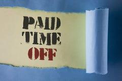 Nota de la escritura que muestra tiempo pagado apagado Vacaciones de exhibición de la foto del negocio con la O.N.U escrita cura  Fotos de archivo libres de regalías