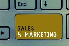 Nota de la escritura que muestra ventas y la comercialización Foto del negocio que muestra vendiendo el planeamiento sistemático  foto de archivo libre de regalías