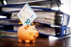Nota de la hucha y del euro veinte Fotos de archivo