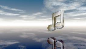 Nota de la música del metal debajo del cielo nublado Imagen de archivo libre de regalías