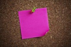 Nota de la nota sobre una tarjeta Fotos de archivo libres de regalías