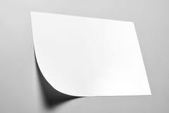 Nota de la pared en blanco con la esquina encrespada Imagen de archivo