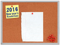 Nota de las resoluciones de 2016 Años Nuevos sobre tablero del corcho Foto de archivo libre de regalías