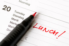 Nota de lembrança do almoço no calendário Foto de Stock