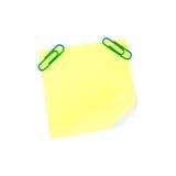 Nota de papel amarela de néon com grampos verdes Imagens de Stock Royalty Free