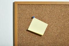 Nota de papel amarela vazia Fotografia de Stock Royalty Free