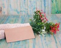 Nota de papel com flores Foto de Stock Royalty Free