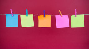Nota de papel sobre una cuerda Foto de archivo libre de regalías