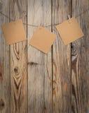 Nota de papel tres sobre pinza Fotografía de archivo libre de regalías