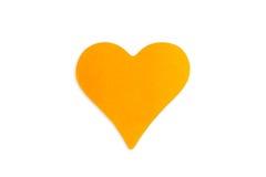 Nota de post-it anaranjada en blanco en forma del corazón Imagen de archivo