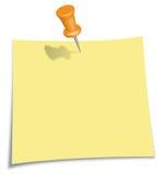Nota de post-it con el Pin anaranjado Fotografía de archivo libre de regalías