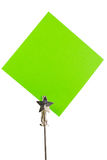 Nota de post-it verde no fundo branco fotografia de stock royalty free