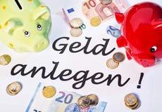 A nota de procura para investir o dinheiro Fotografia de Stock Royalty Free