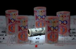 Nota del dinero en circulación de China los E.E.U.U. Imagenes de archivo