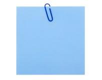 Nota del papel azul con el clip Imágenes de archivo libres de regalías