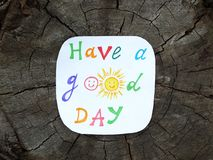 Nota di carta con la frase: Abbia un buon giorno concetto di atteggiamento positivo immagini stock