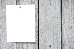 Nota di carta, fondo di legno Fotografia Stock