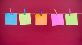 Nota di carta su una corda Fotografia Stock Libera da Diritti