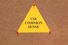 Nota di carta triangolare con le parole fotografie stock libere da diritti