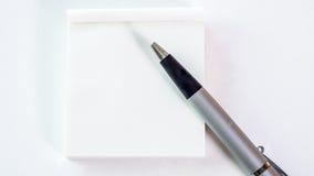 Nota di libro e della penna Fotografia Stock