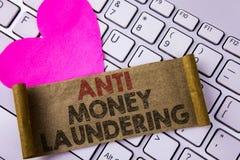 Nota di scrittura che mostra anti Monay Laundring La foto di affari che montra entrare proietta andare via i soldi sporchi e puli Fotografie Stock
