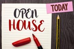 Nota di scrittura che mostra casa aperta Foto di affari che montra l'appartamento esteriore interno residenziale della costruzion immagini stock