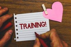 Nota di scrittura che mostra chiamata motivazionale di formazione Foto di affari che montra attività organizzata per sviluppare l immagine stock