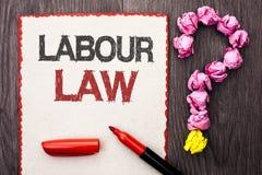 Nota di scrittura che mostra diritto del lavoro La foto di affari che montra l'occupazione governa la legislazione o scritta unio immagine stock