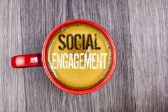 Nota di scrittura che mostra impegno sociale La foto di affari che montra la posta ottiene l'alto writte di SEO Advertising Marke Immagine Stock Libera da Diritti