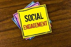 Nota di scrittura che mostra impegno sociale La foto di affari che montra la posta ottiene l'alto writte di SEO Advertising Marke Immagini Stock
