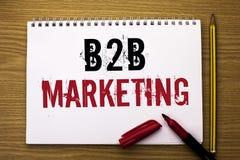 Nota di scrittura che mostra introduzione sul mercato di B2B Foto di affari che montra commercio tra imprese di transazioni comme Fotografia Stock Libera da Diritti