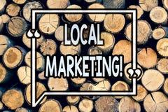 Nota di scrittura che mostra introduzione sul mercato locale Foto di affari che montra gli annunci commerciali di pubblicità regi fotografia stock