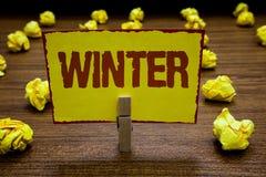 Nota di scrittura che mostra inverno Foto di affari che montra stagione più fredda dell'anno nell'emisfero nord dicembre a immagine stock libera da diritti