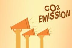 Nota di scrittura che mostra l'emissione di CO2 La foto di affari che montra scaricare dei gas serra nell'atmosfera passa col pas royalty illustrazione gratis